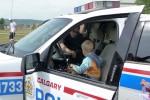 In de politie auto
